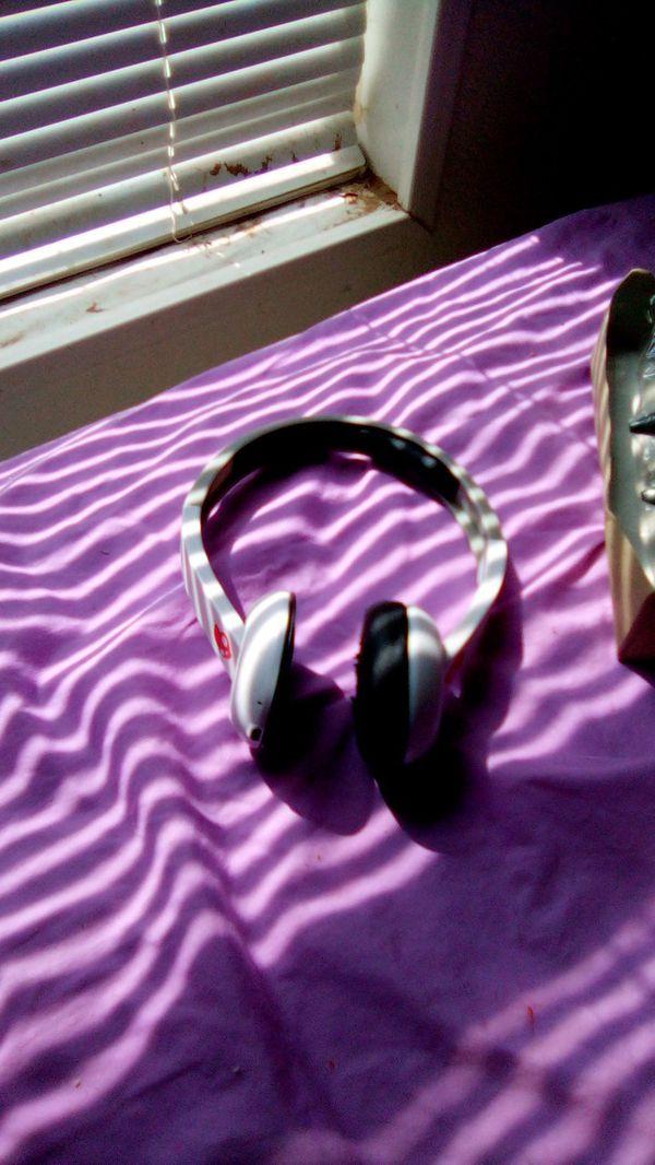 Skull candy bluetooth headset 15$