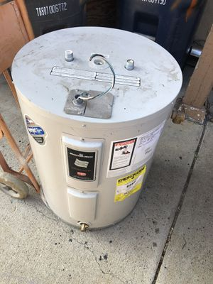 Electric wiring heater almost new for Sale in Huntington Beach, CA