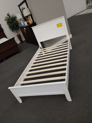 White twin platform bed for Sale in Modesto, CA