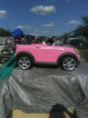 Pink car (Needs Battery) for Sale in Palmetto, FL