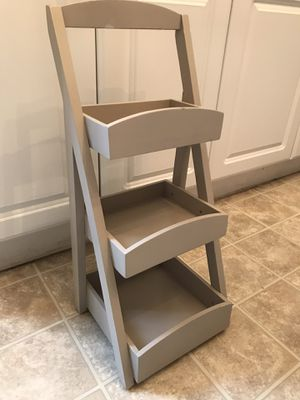 Cute 3-Tiered Shelf for Sale in St. Louis, MO
