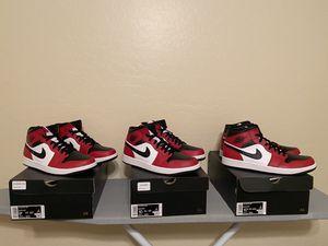 Air Jordan Chicago Mid 1s for Sale in Laveen Village, AZ