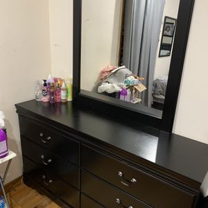 6 drawer dresser with mirror for Sale in Queens, NY