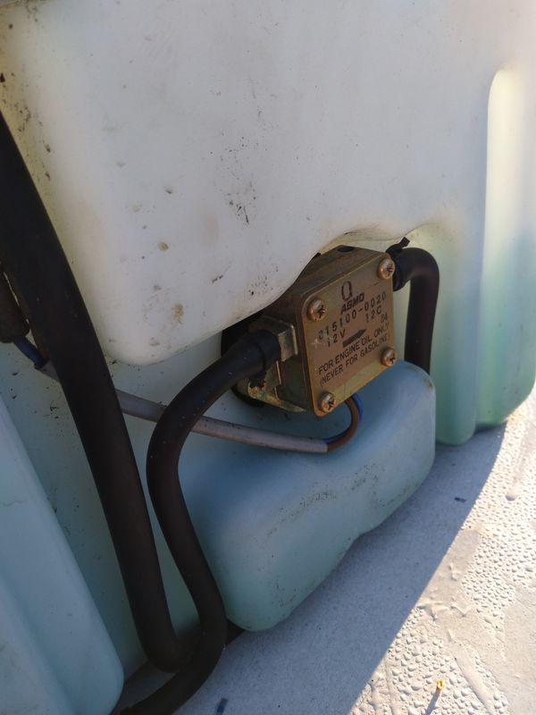 Yamaha outboard motor oil tank
