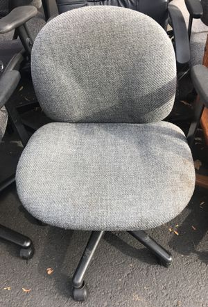 Grey rolling office chair for Sale in Tigard, OR