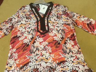 Jacelyn Smith Tunic Top for Sale in Burtonsville,  MD