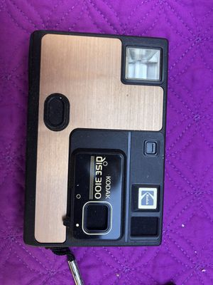 Vintage Kodak Disc 3100 camera, takes film . Box in poor condition . for Sale in Glenshaw, PA