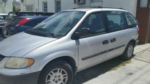 Dodge Caravan 2.4 liter four cylinders 7 passengers almost mint condition for Sale in Miami, FL