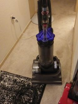 Dyson Vacuum. for Sale in Puyallup,  WA