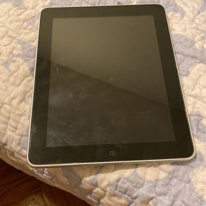 iPad 1st Generation For Parts for Sale in Brooklyn, NY