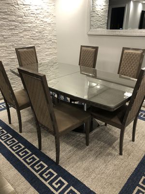 Dining table and 6 chairs . for Sale in Queens, NY