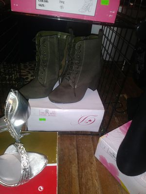 Boots womens size 7 to 7 1/2 for Sale in Prattville, AL