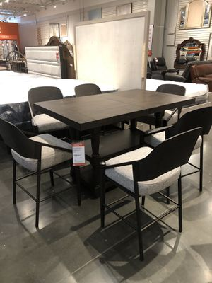 Table and 6 chairs for Sale in Ontario, CA