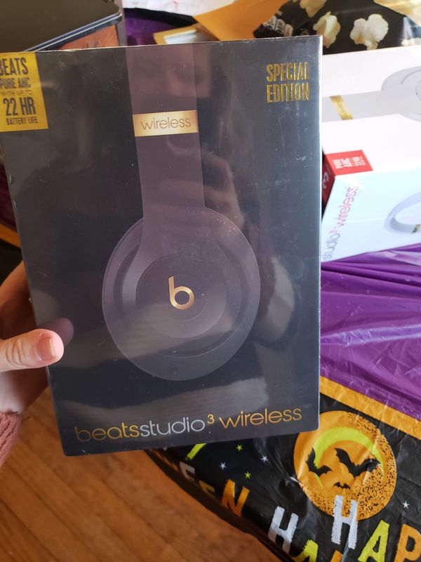 Beats studio 3 wireless Bluetooth headset. Black and gold special edition