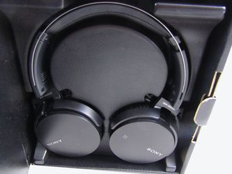 Sony MDRXB650BT/B Extra Bass Bluetooth Headphones, Black LN for Sale in La Puente,  CA