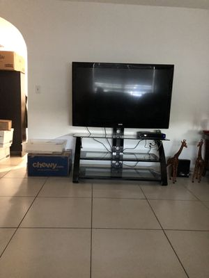 55 inch tv and tv stand $100 available next Sunday the 20th for Sale in Miami, FL