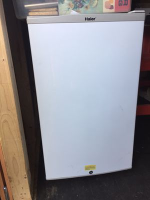 Working mini fridge for Sale in Forest Grove, OR