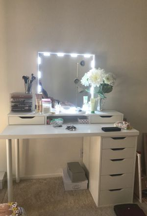 IKEA desk/vanity for Sale in Irvine, CA
