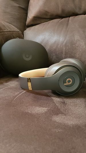Beats studios 3 headphones for Sale in Maple Grove, MN
