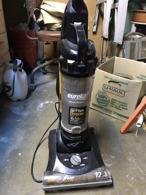 Curb alert! FREE!! Eureka Vacuum for Sale in Gardena, CA