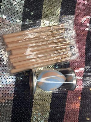 Bundle brushes + 1 beauty blender ✨ for Sale in Littlerock, CA