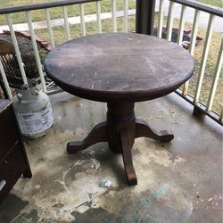 Old Oak Table for Sale in Lancaster,  OH