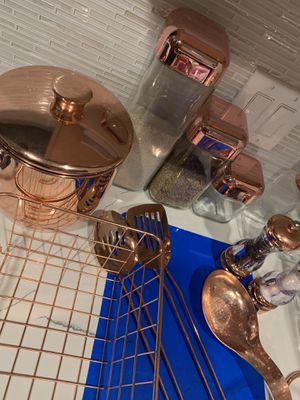 19 pc Rose Gold Kitchen Set for Sale in Houston, TX