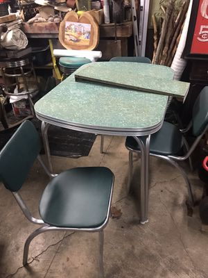 Antique table and chairs for Sale in Pelzer, SC