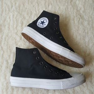 Converse Chuck Taylor Canvas Sneakers Lunarlon KIDS Size 5.5 for Sale in Baltimore, MD