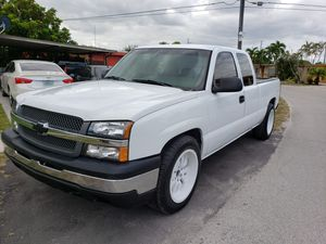 Chevy Silverado 06 for Sale in Hialeah, FL