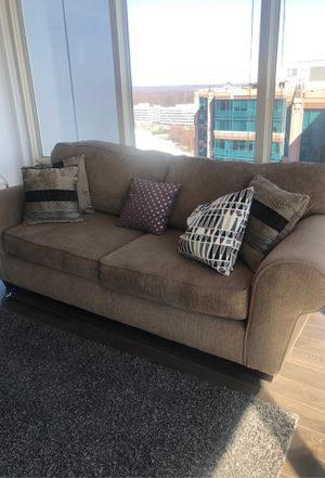 Couch in Great Condition w/Pillows for Sale in Vienna, VA
