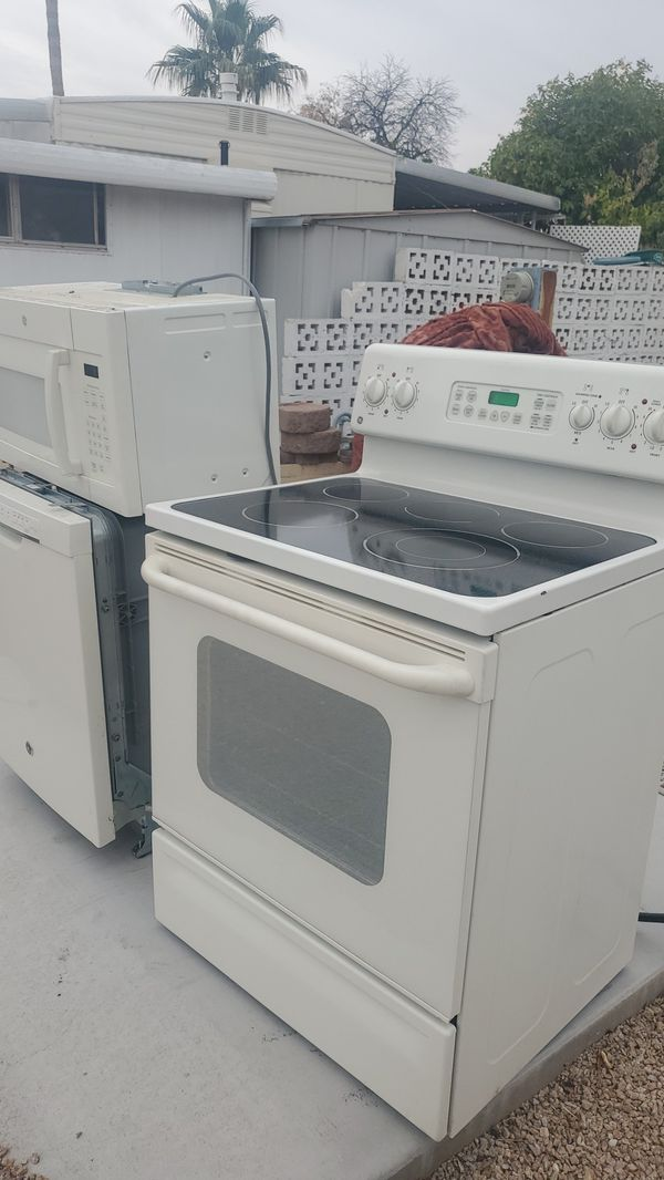 Stove, Dishwasher, microwave General Electric