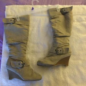 Chinese Laundry Women's Stella Mid Calf Boots!! SIZE 8.5 for women. for Sale in North Las Vegas, NV