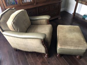 Comfy green arm chair with ottoman for Sale in Miami, FL