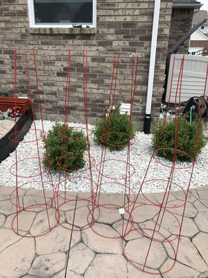 "54"" heavy duty tomato cage - 4 total for Sale in Sterling Heights, MI"