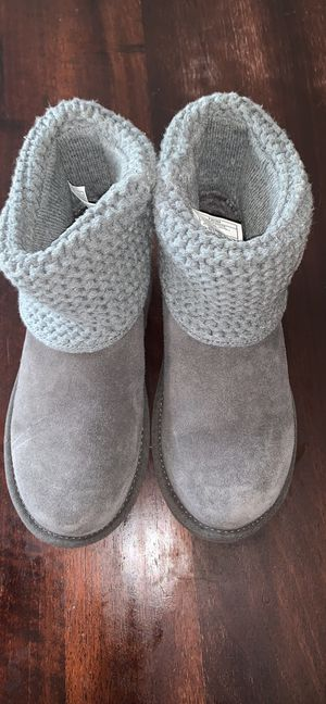 Ugg girls size 2 short boot for Sale in Orange, CT