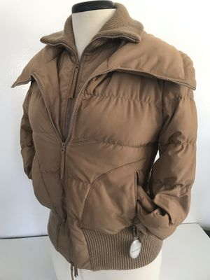 In like new condition BCBG Maxazria Canadian goose down filled packets coat. Size XS In US for Sale in Everett, WA