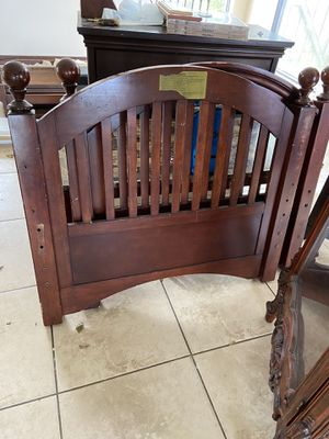 Twin size bed frame for Sale in Miami, FL