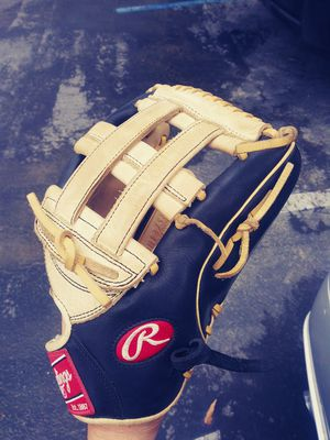 RAWLINGS SOFTBALL GLOVE for Sale in Bellflower, CA