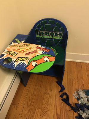 Kids desk for Sale in East Hartford, CT