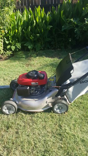 Lawn mower honda for Sale in Fort Worth, TX