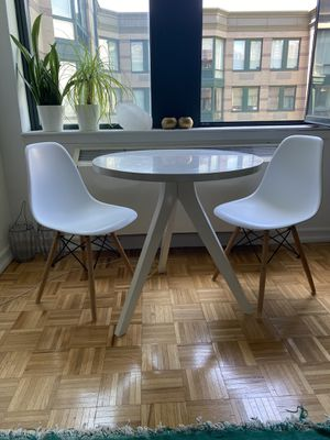 West elm dining table (white) + 2 chairs (white) for Sale in Jersey City, NJ