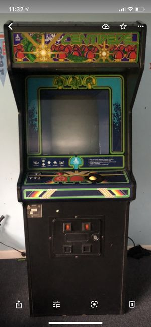 Beauiful Centipede video arcade game in good condition for Sale in Manalapan Township, NJ