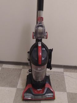 Dirt Devil Bagless Vacuum for Sale in Everett,  WA