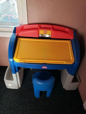 Kids desk for Sale in Hesperia, CA