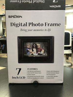Digital photo frame for Sale in Manhasset, NY
