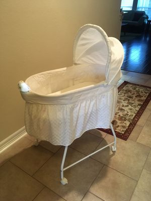 Baby bassinet like new for Sale in Spring, TX