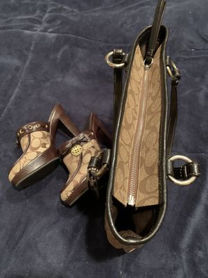 Michael Kors 7.5 Shoe size& Purse Authentic for Sale in Niagara Falls, NY