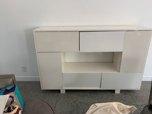 White Lacquered Bookcase for Sale in Calabasas, CA