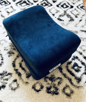 Barely Used Lancria Brand Knee Pillow for Sale in New York, NY